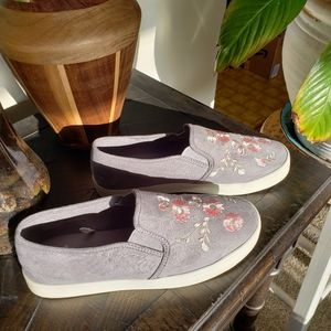 Report Embroidered Slip On Sneakers Size 7.5